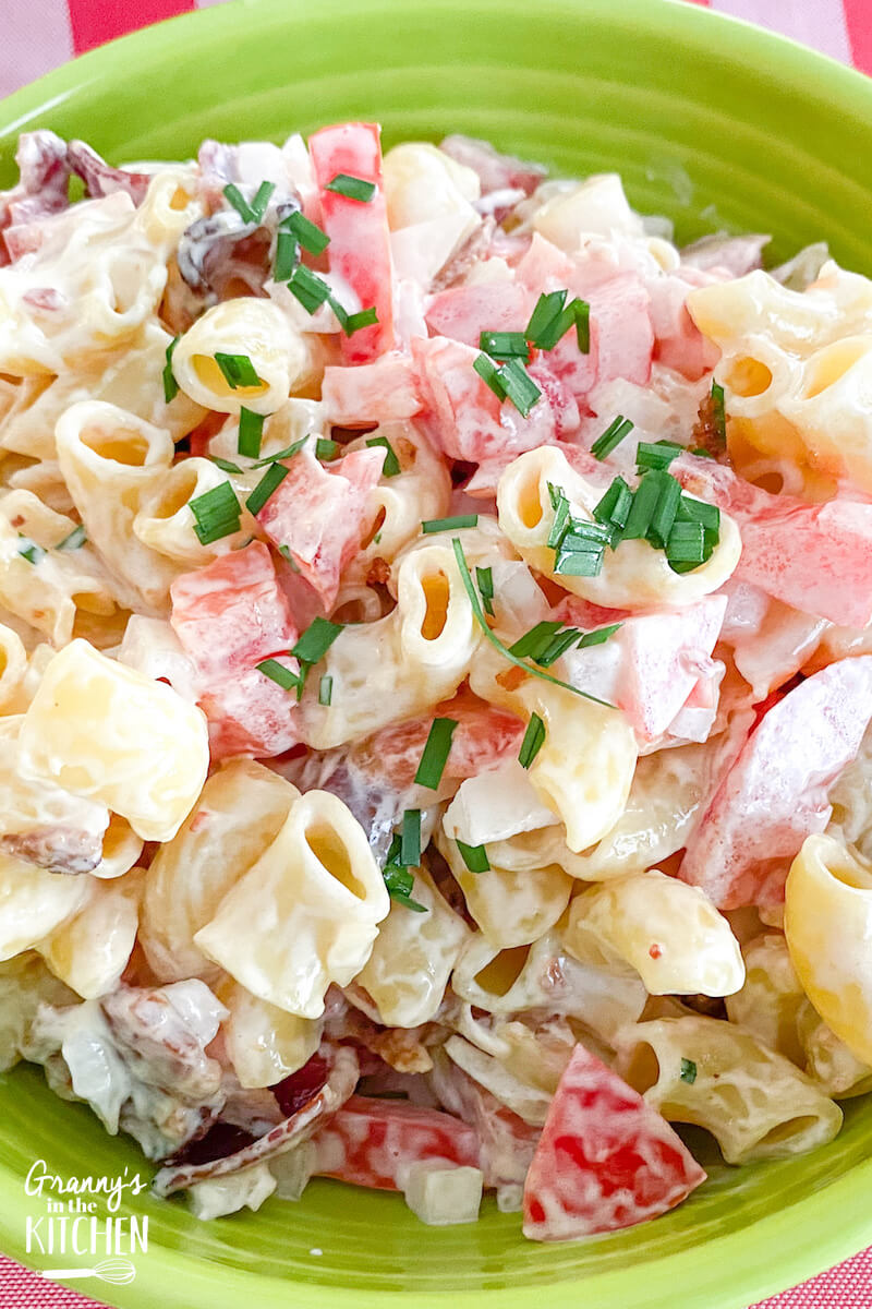 blt pasta salad in green bowl