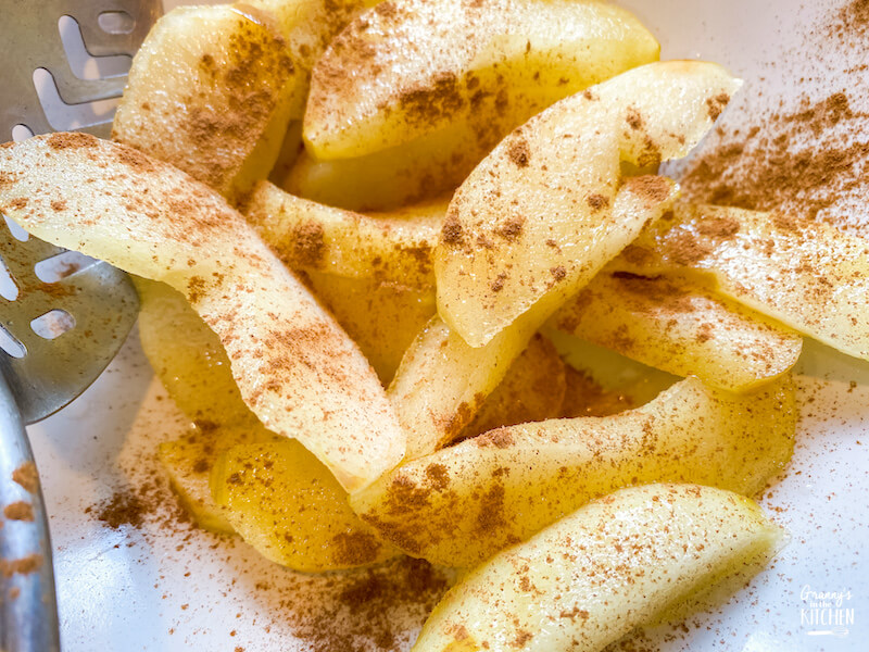 apple slices with cinnamon on top