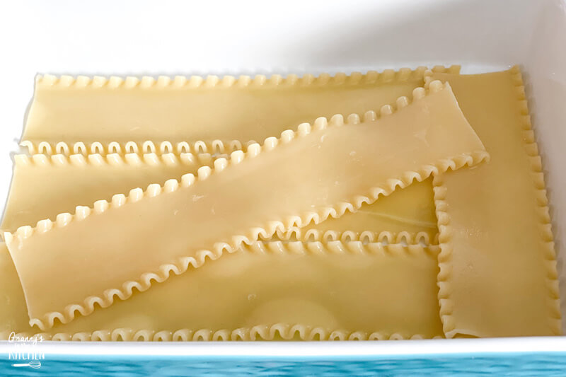layering lasagna noodles in pan