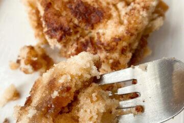 cinnamon streusel coffee cake on fork